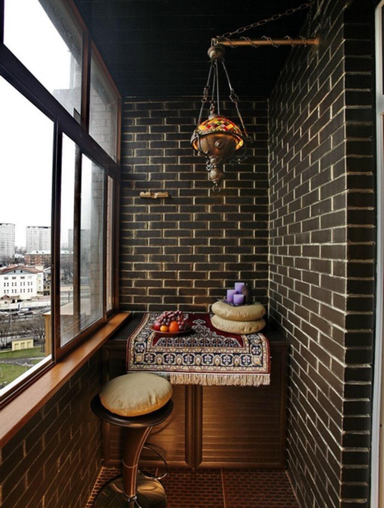 Темный балкон в восточном стиле