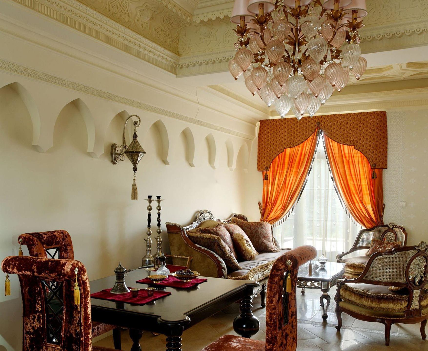 Бежевая гостиная в восточном стиле