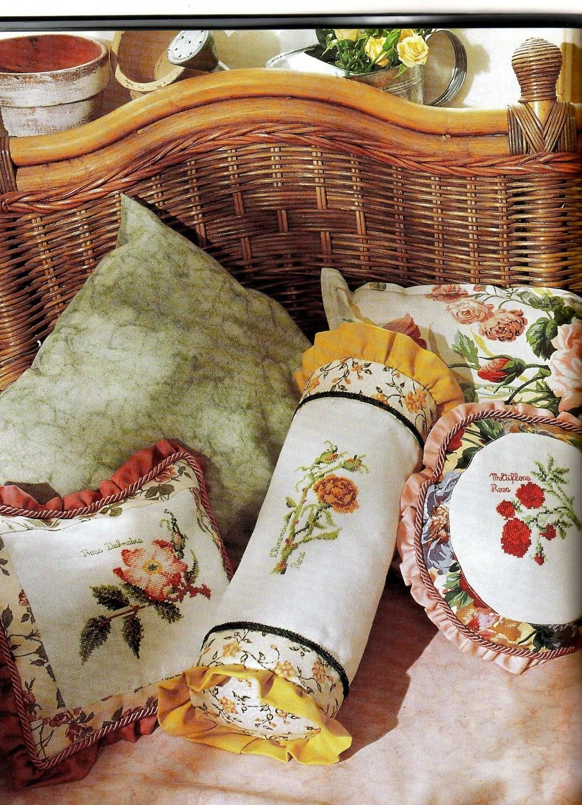 Вышитые декоративные подушки в интерьере