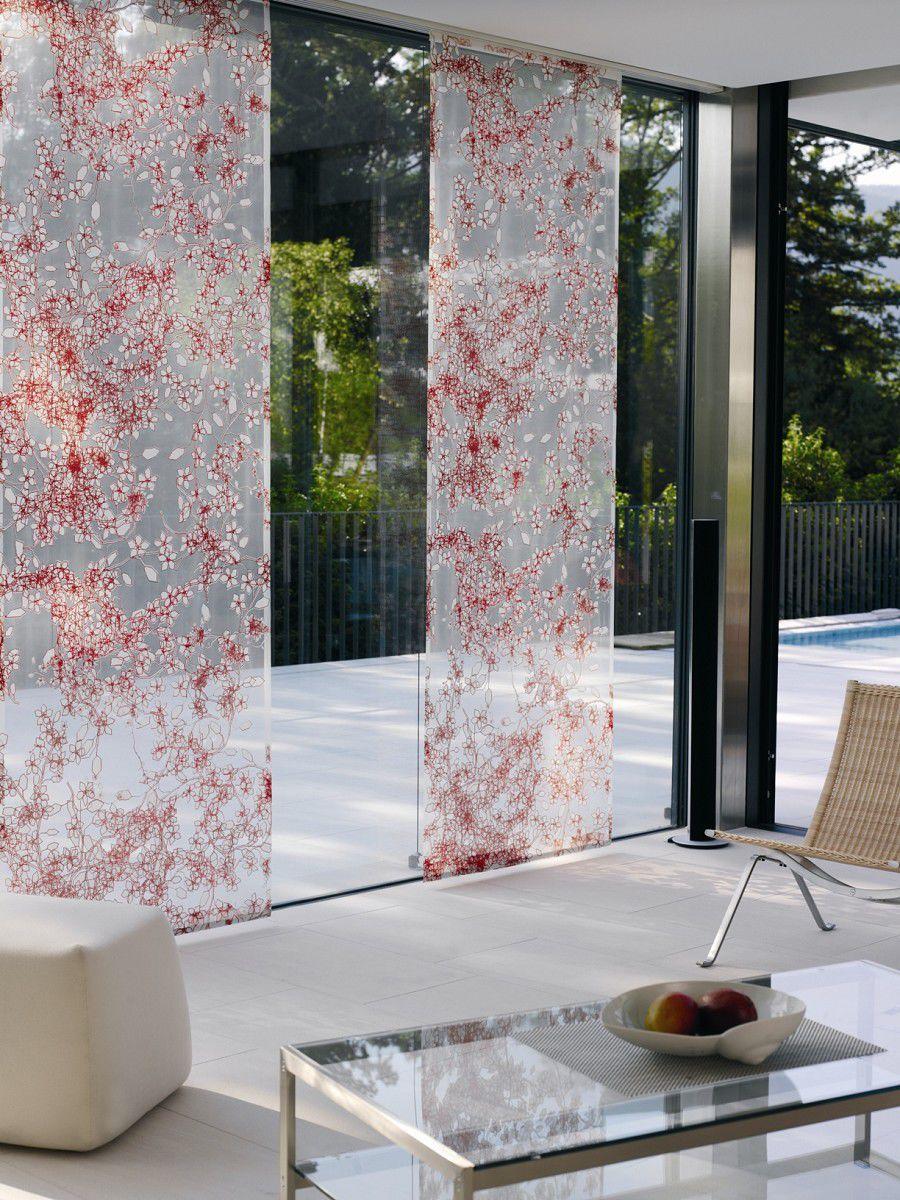Изящные полупрозрачные японские шторы в гостиной