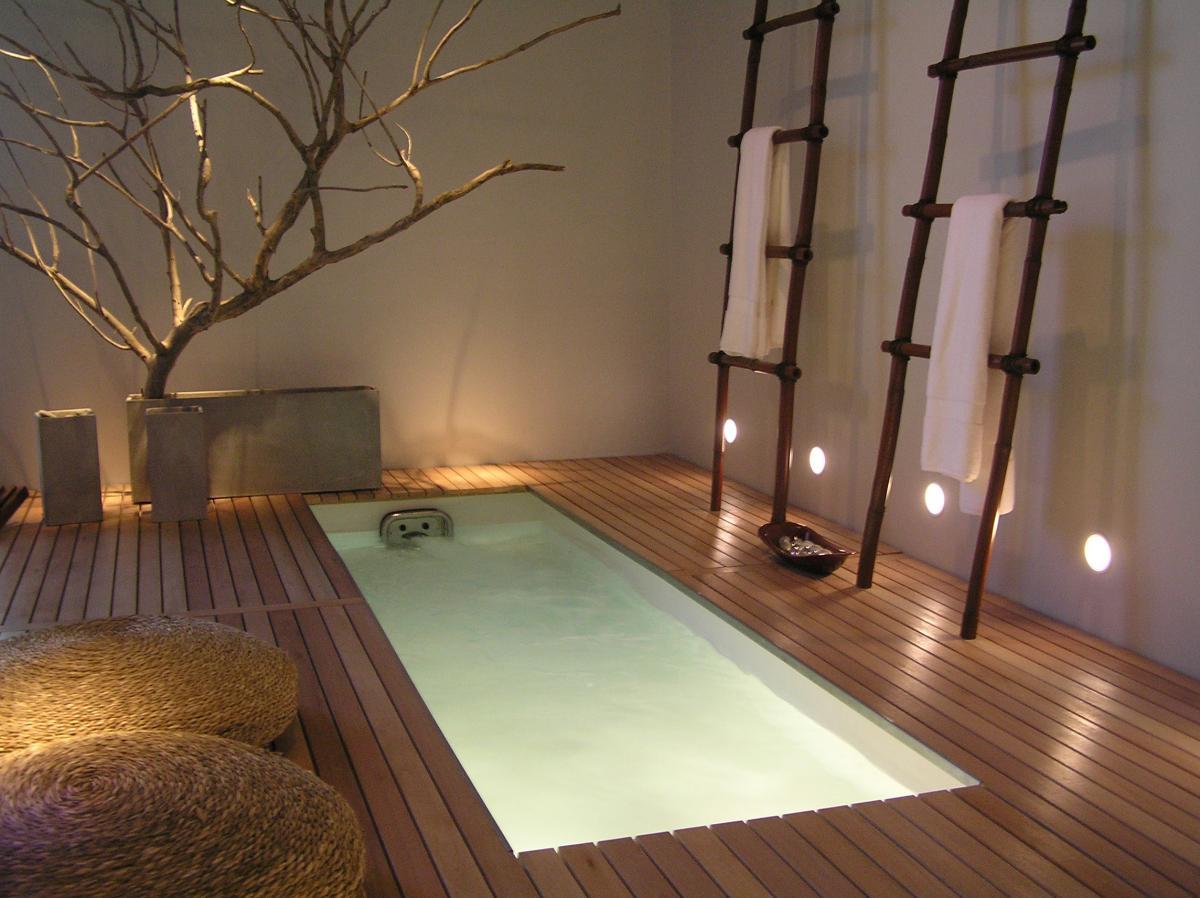 Современная ванная комната в японском стиле