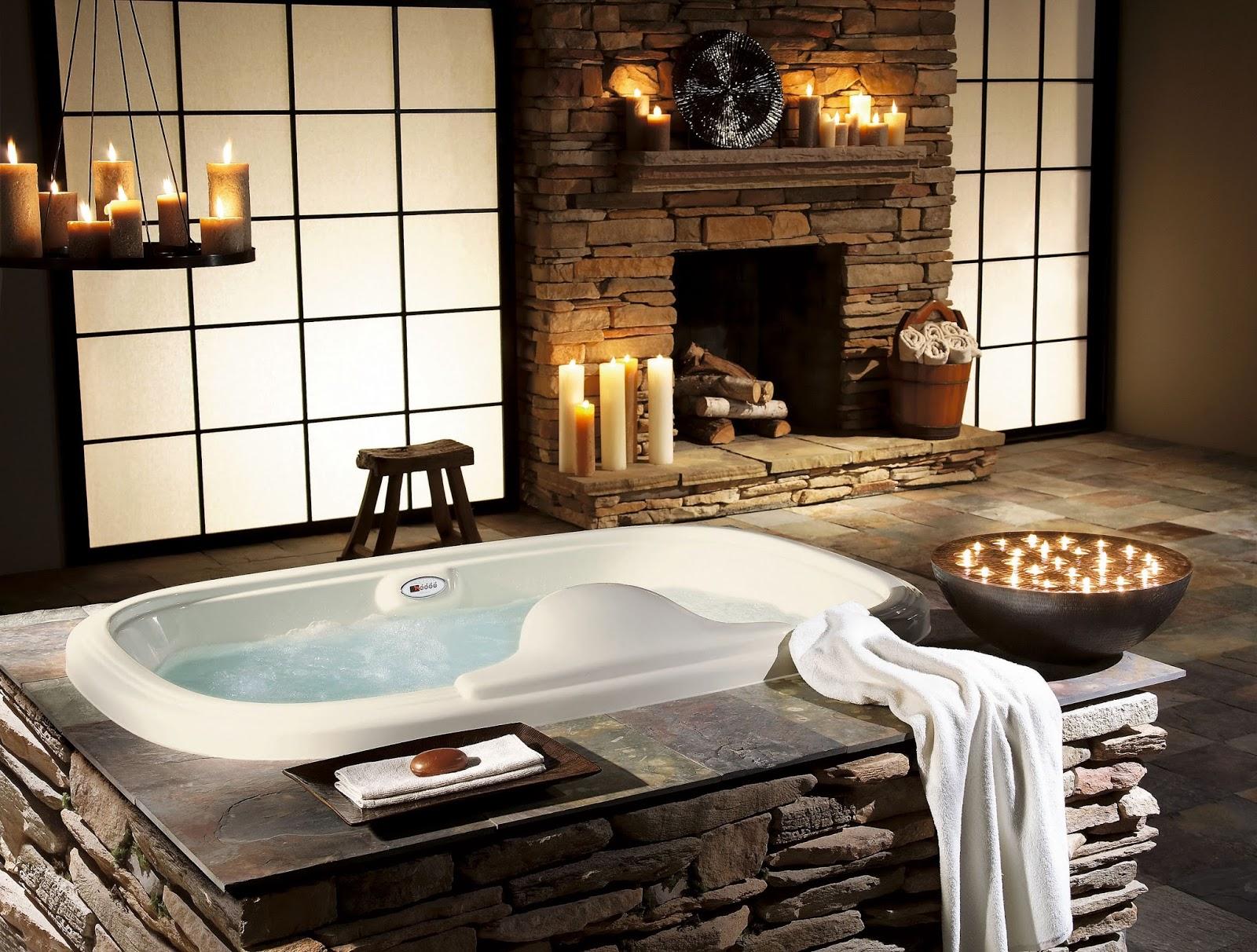 Камень и свечи в отделке японской ванной комнаты