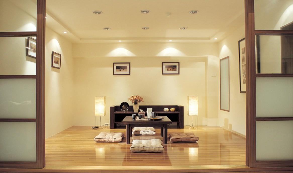 Просторная гостиная в японском стиле