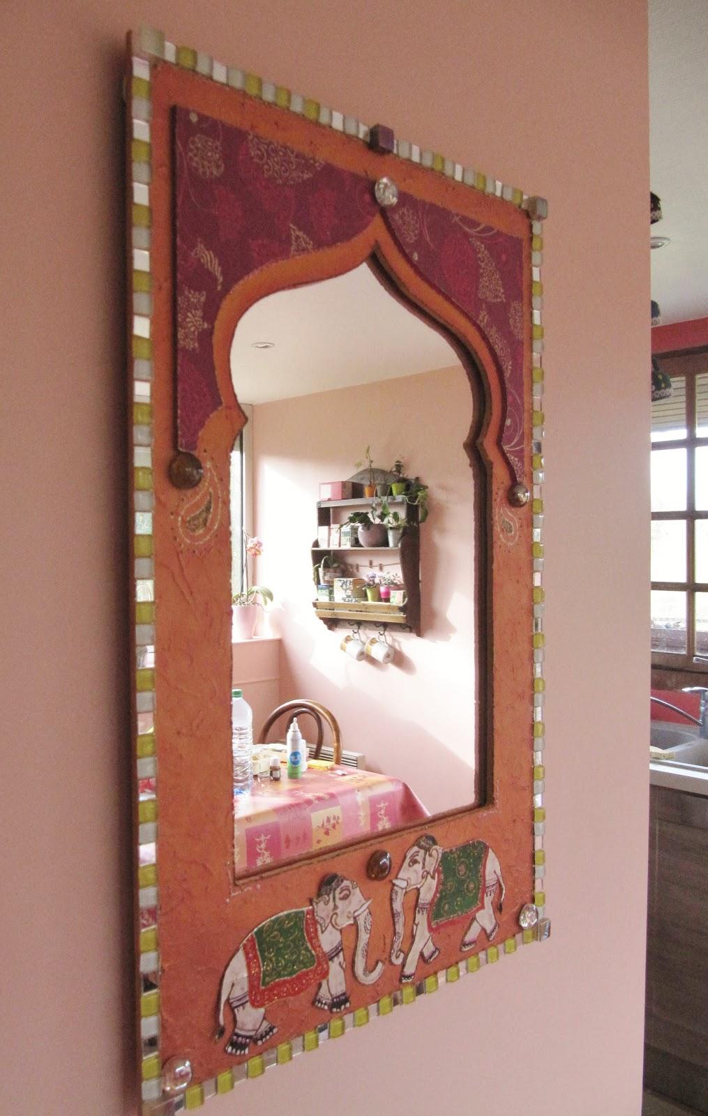 Зеркало в индийском стиле