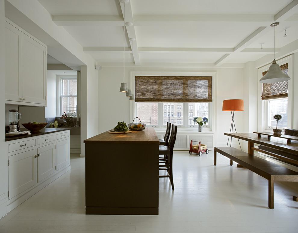 Коричневые рулонные шторы на кухне
