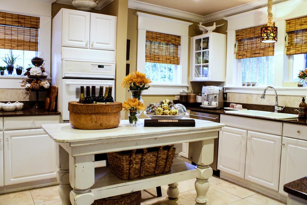 Натуральные римские шторы в большой кухне