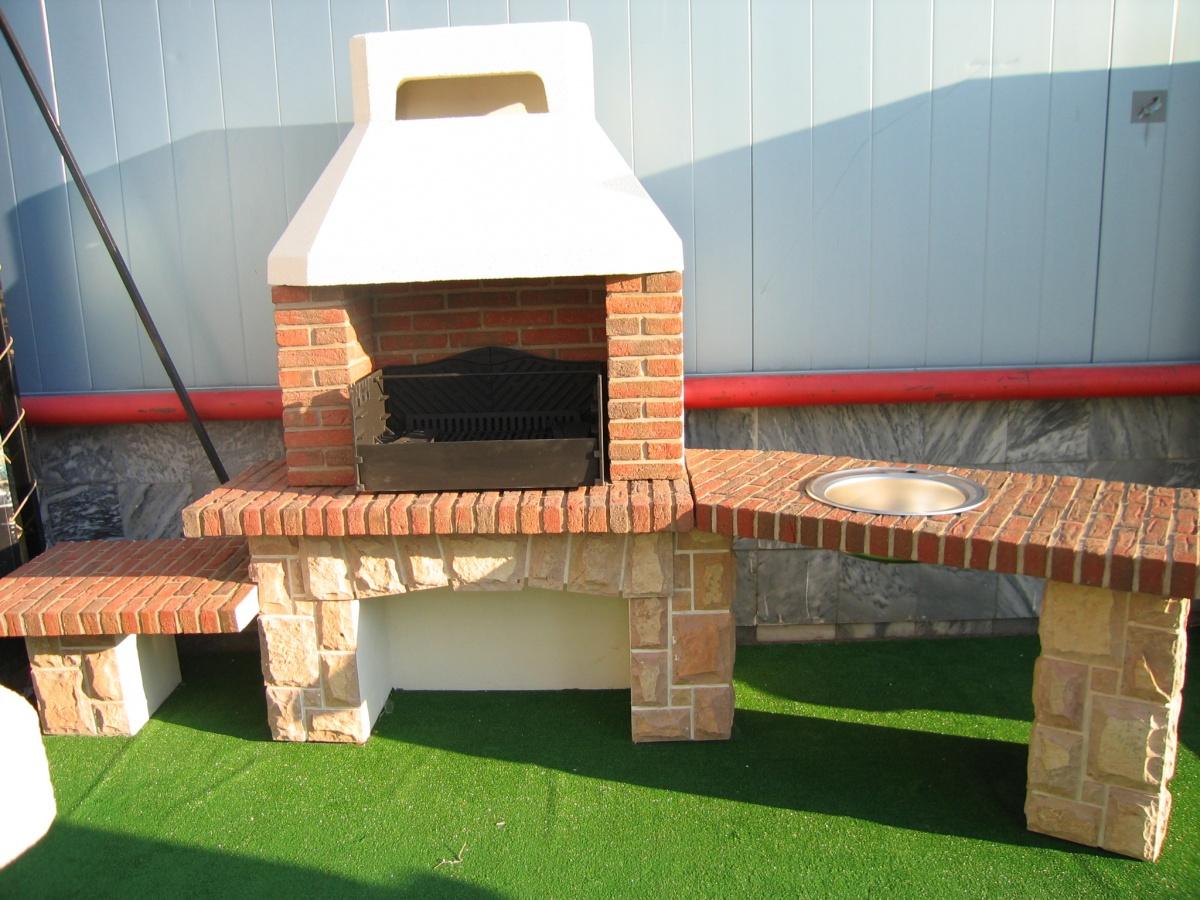 Печь барбекю из кирпича с раковиной