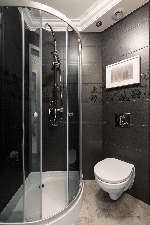 Маленькая черная ванная