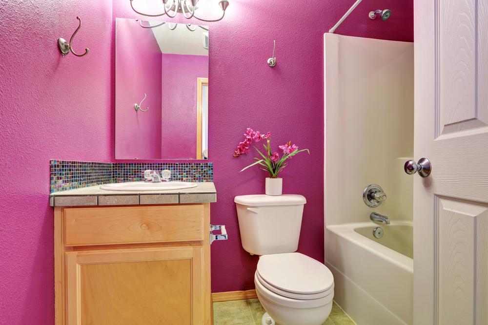 Маленькая ванная в розовых тонах