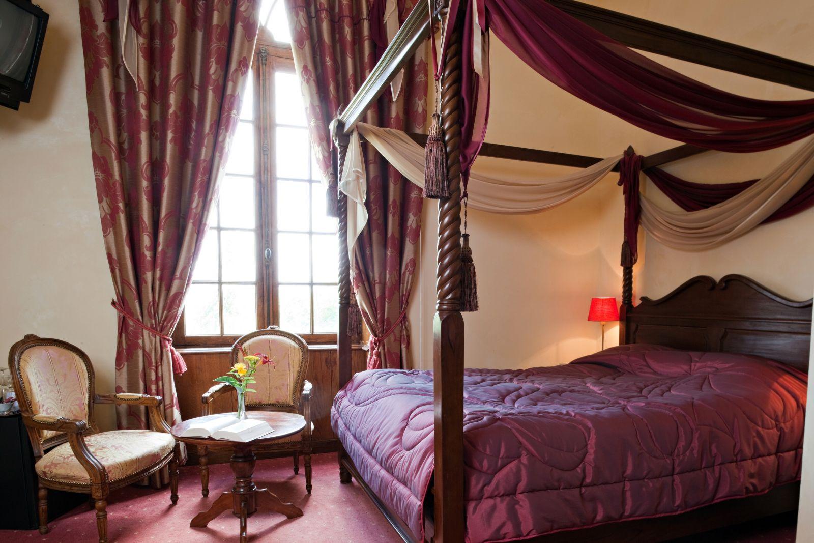 Дизайн спальни 18 кв м с балдахином