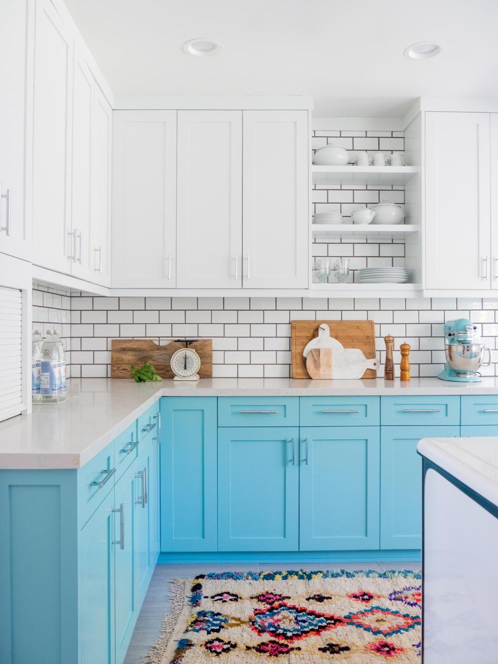 Кухня в бело-голубых тонах