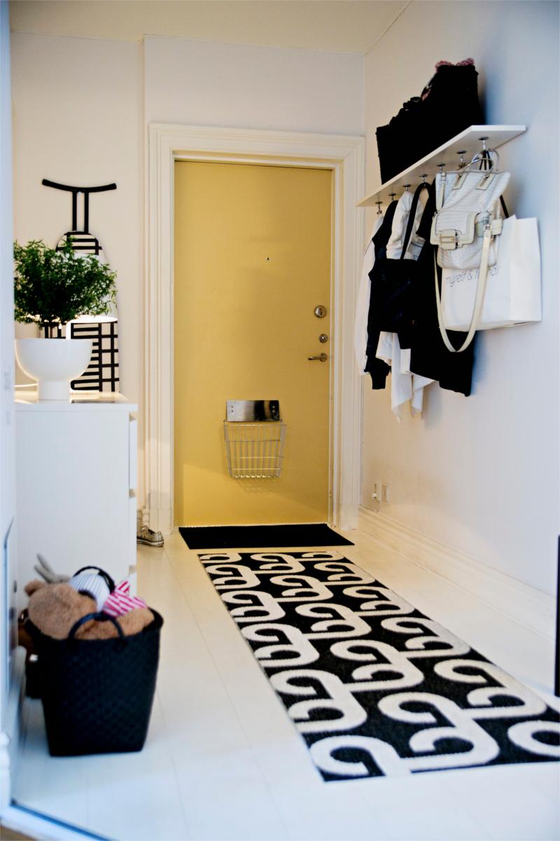 Черно-белая гостиная в ретро стиле