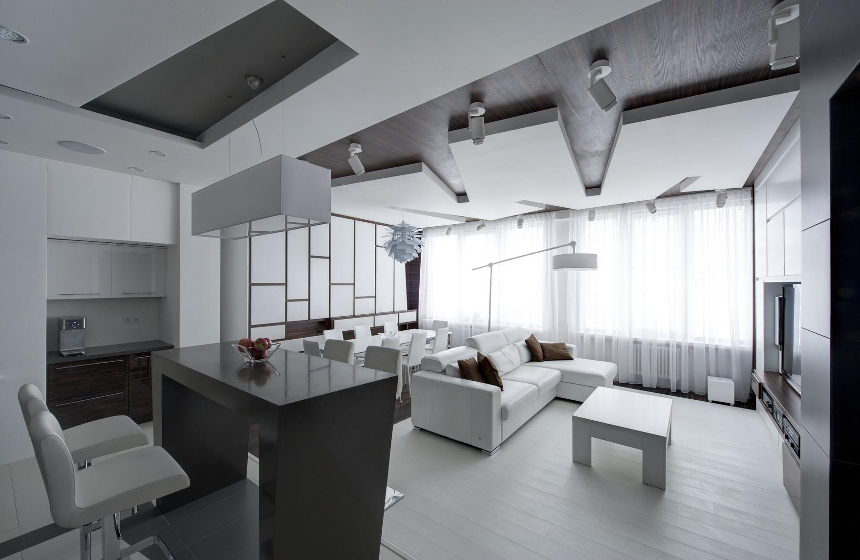 Просторная черно-белая гостиная-кухня