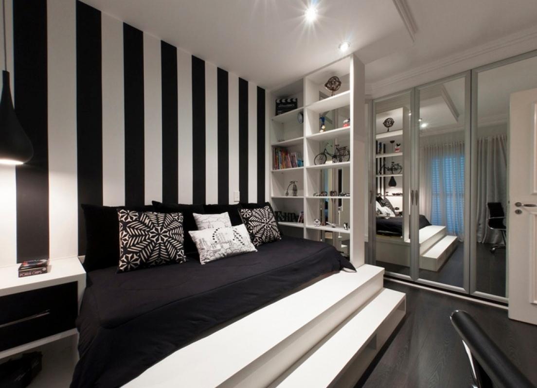 Черно-белая спальня с подиумом
