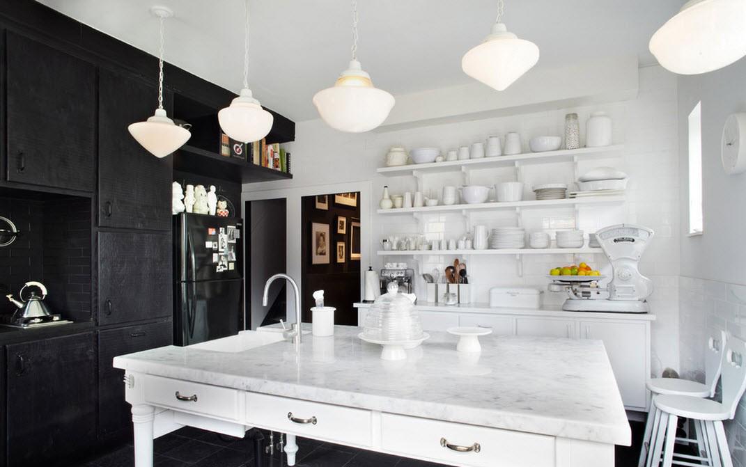 Черно-белая кухня с островом