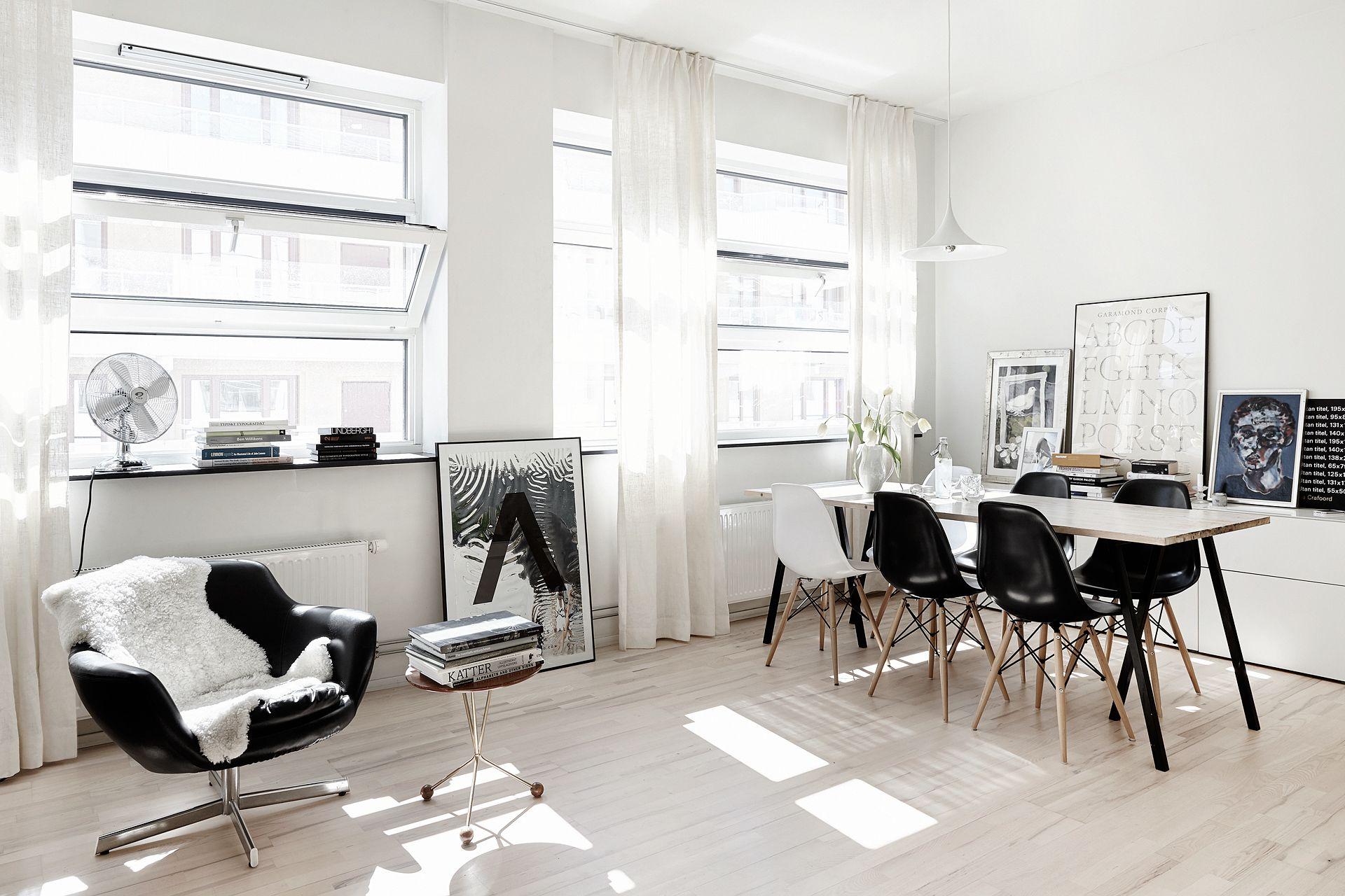 Черно-белая гостиная-столовая в скандинавском стиле