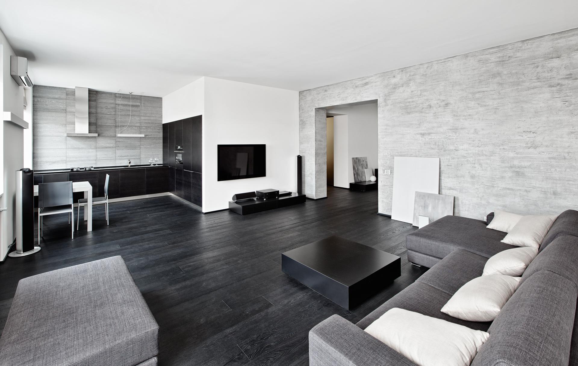 Белый потолок в черно-белой гостиной-кухне