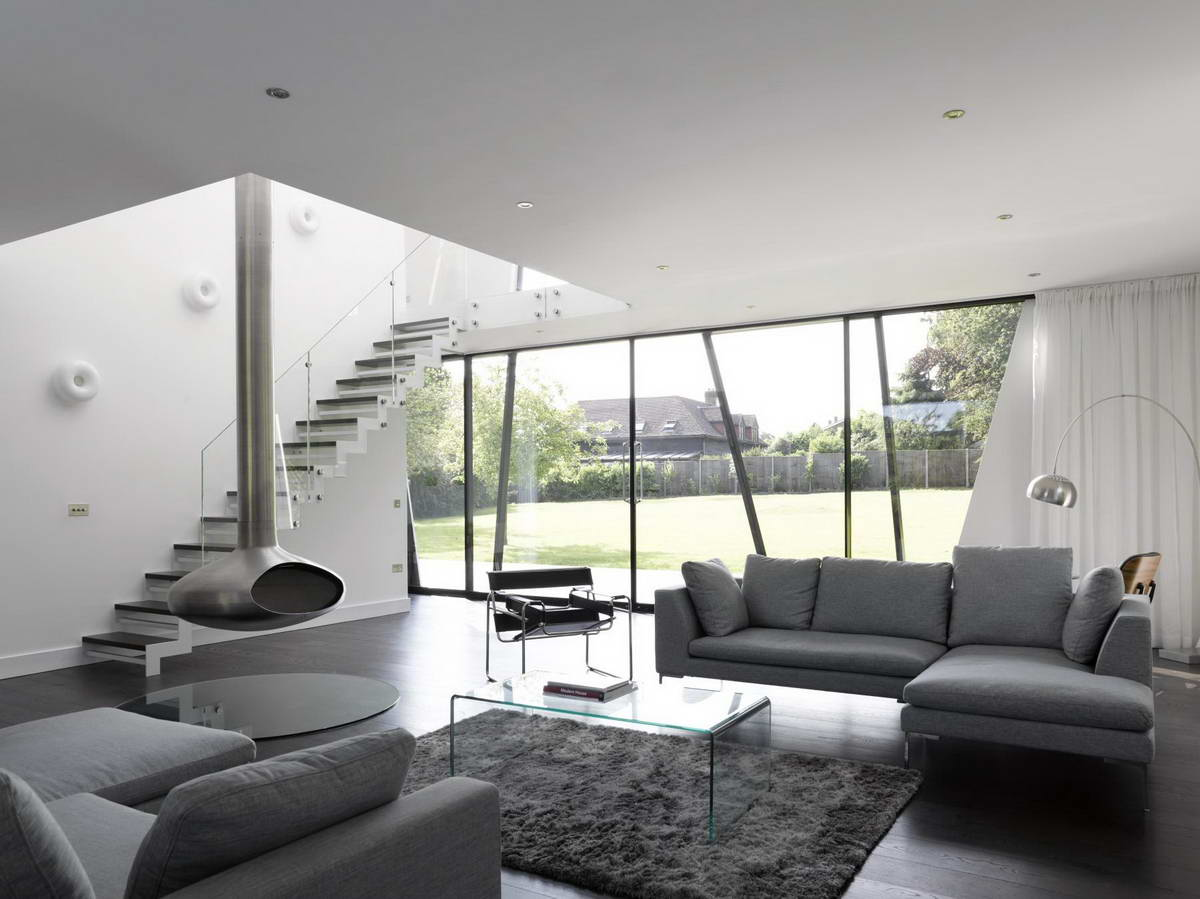 Черно-белая гостиная с серой мебелью