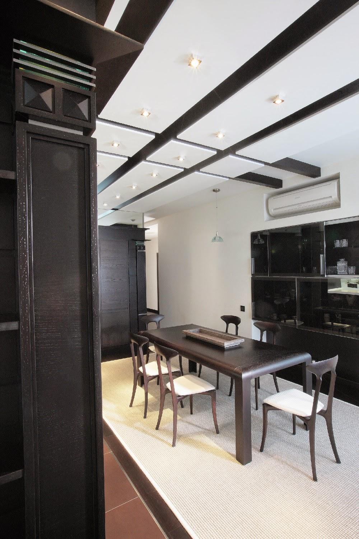 Черно-белый потолок в столовой
