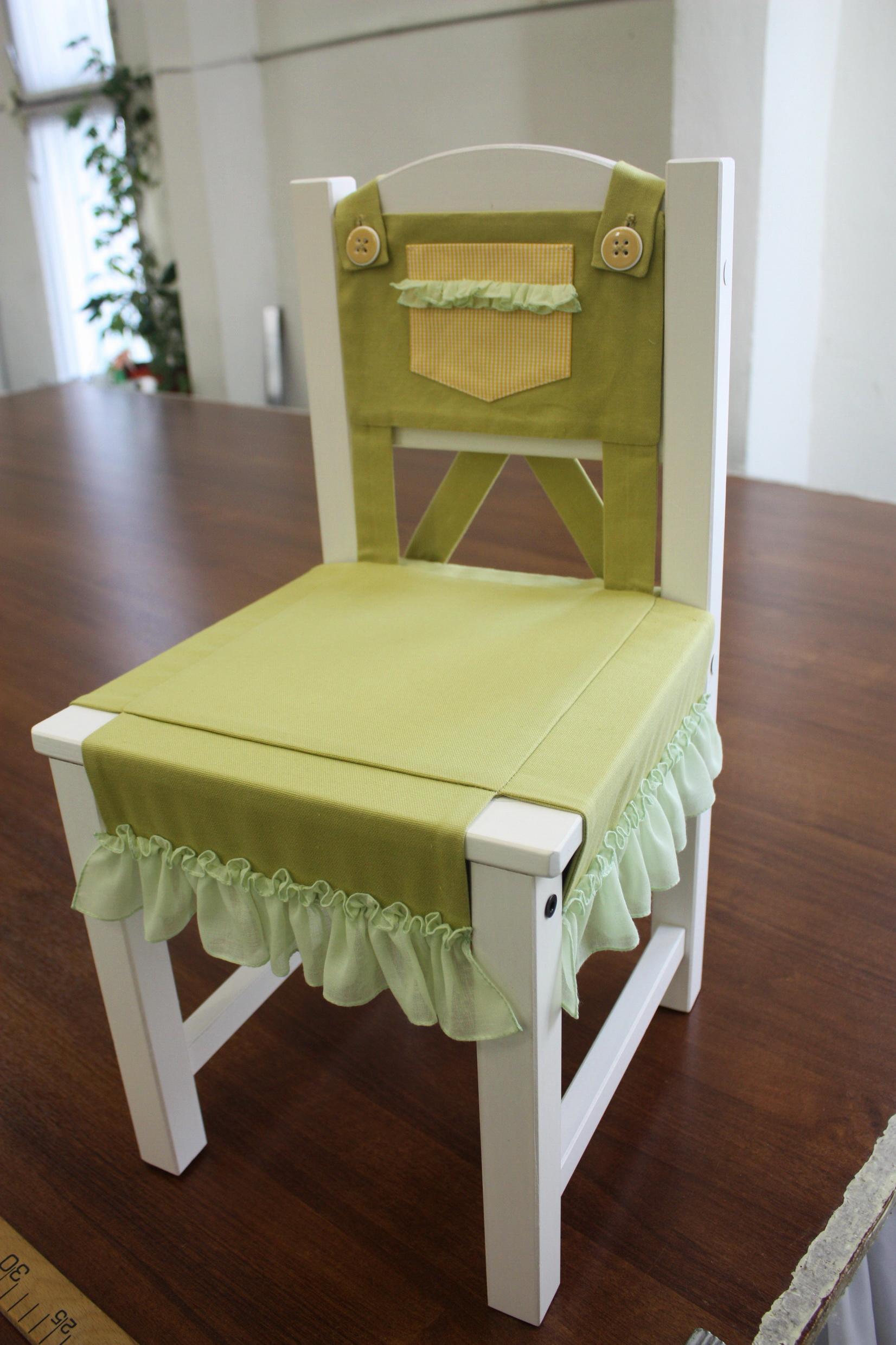 Зеленый чехол на детский стул