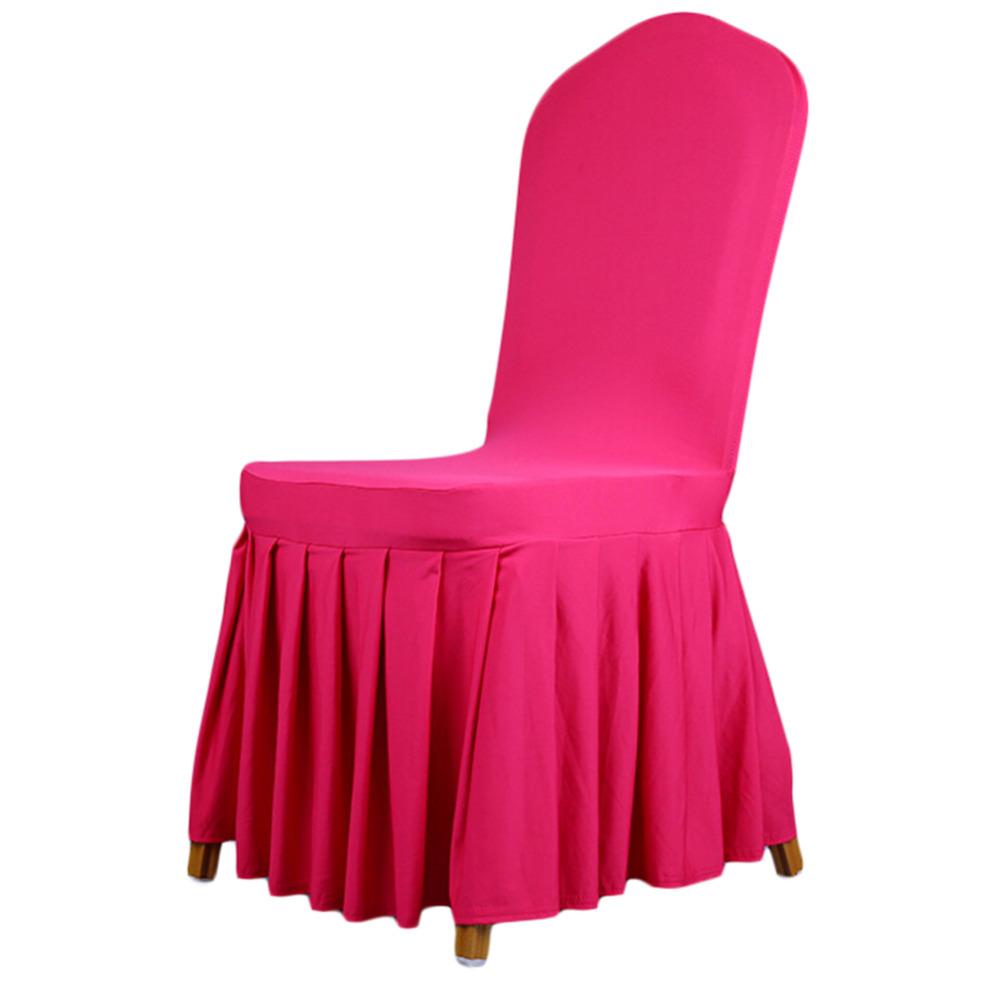 Яркий розовый чехол на стул