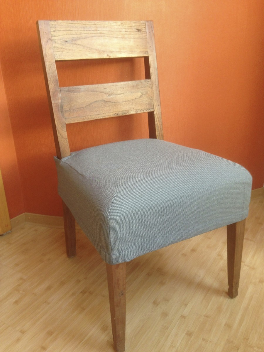 Серый чехол на сидение стула