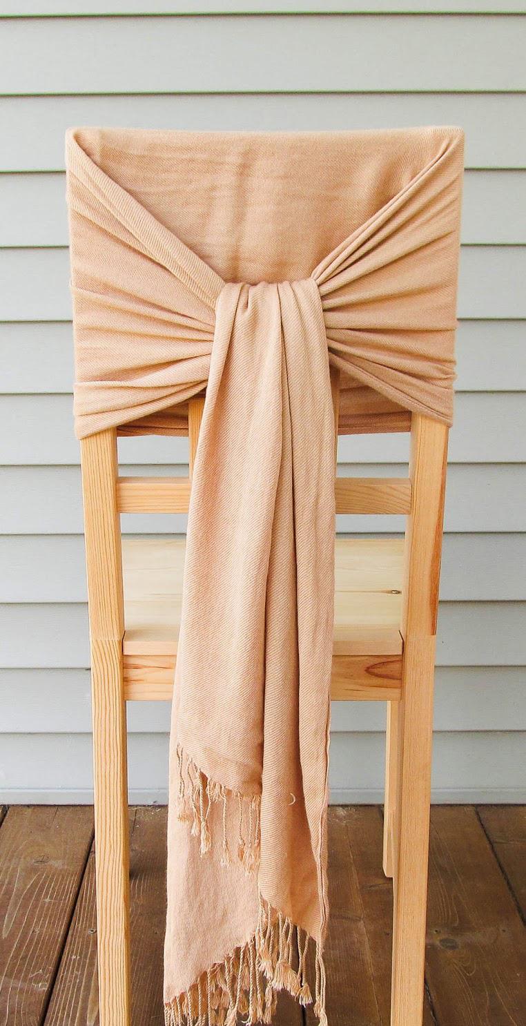 Простой декоративный чехол на стул из палантина