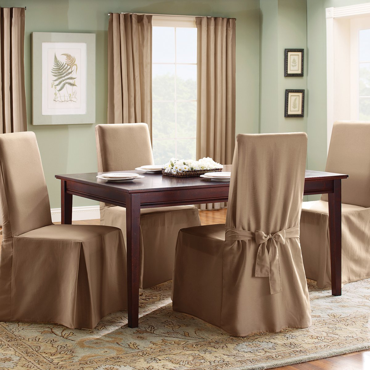 Бежевые чехлы на стулья