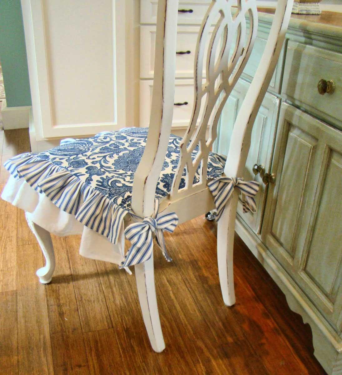 Бело-синий чехол на стул