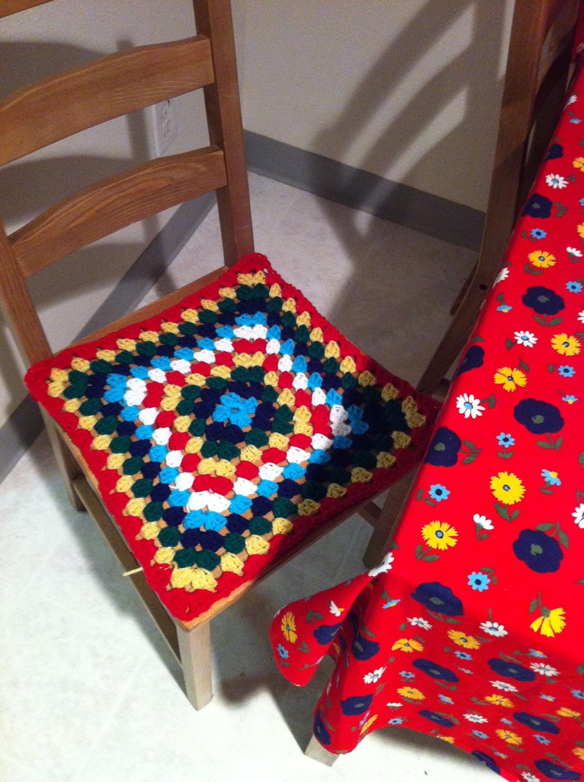 Вязаное сидение для стула