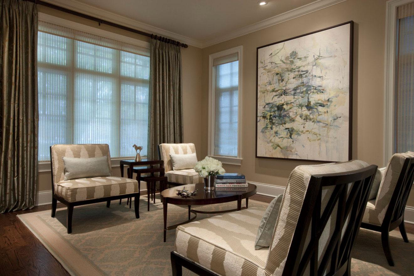 Цвет слоновой кости и коричневый цвет в гостиной