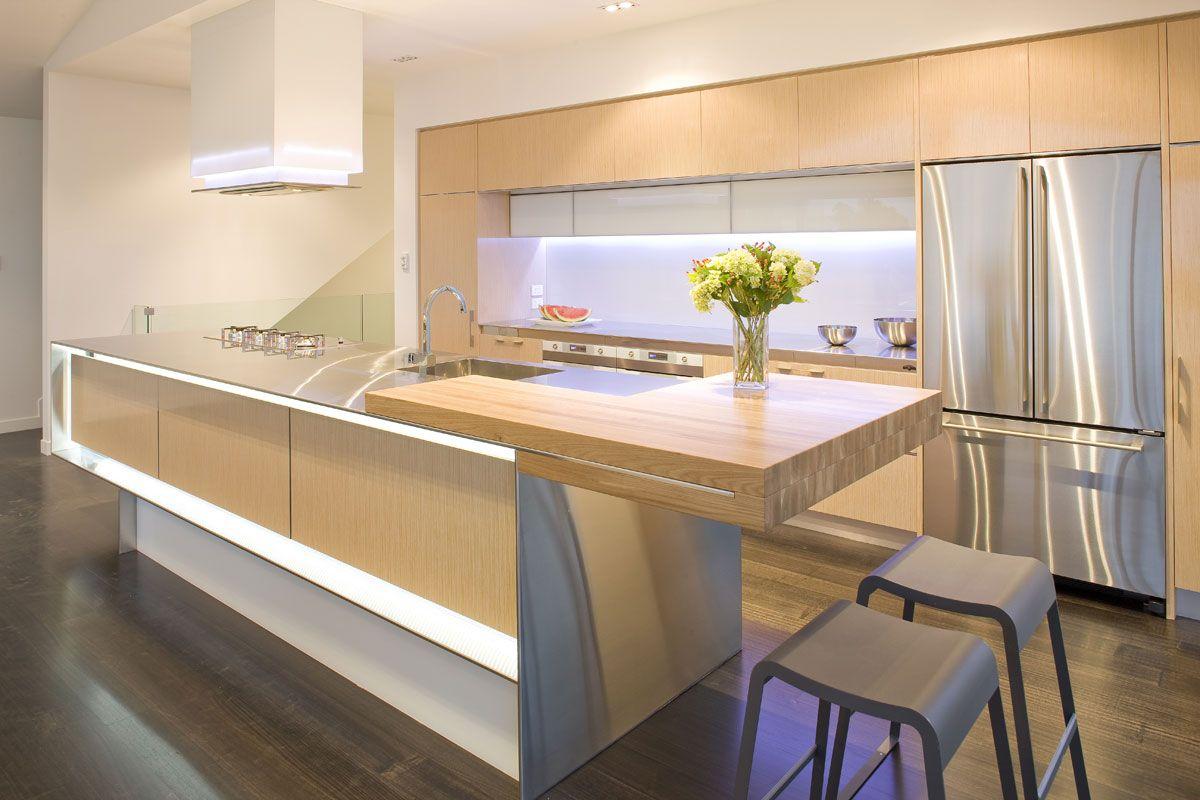 Бежевый кухонный гарнитур с островом