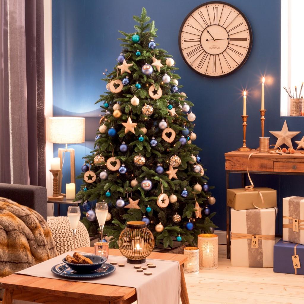 Оформление новогодней елки деревянными игрушками