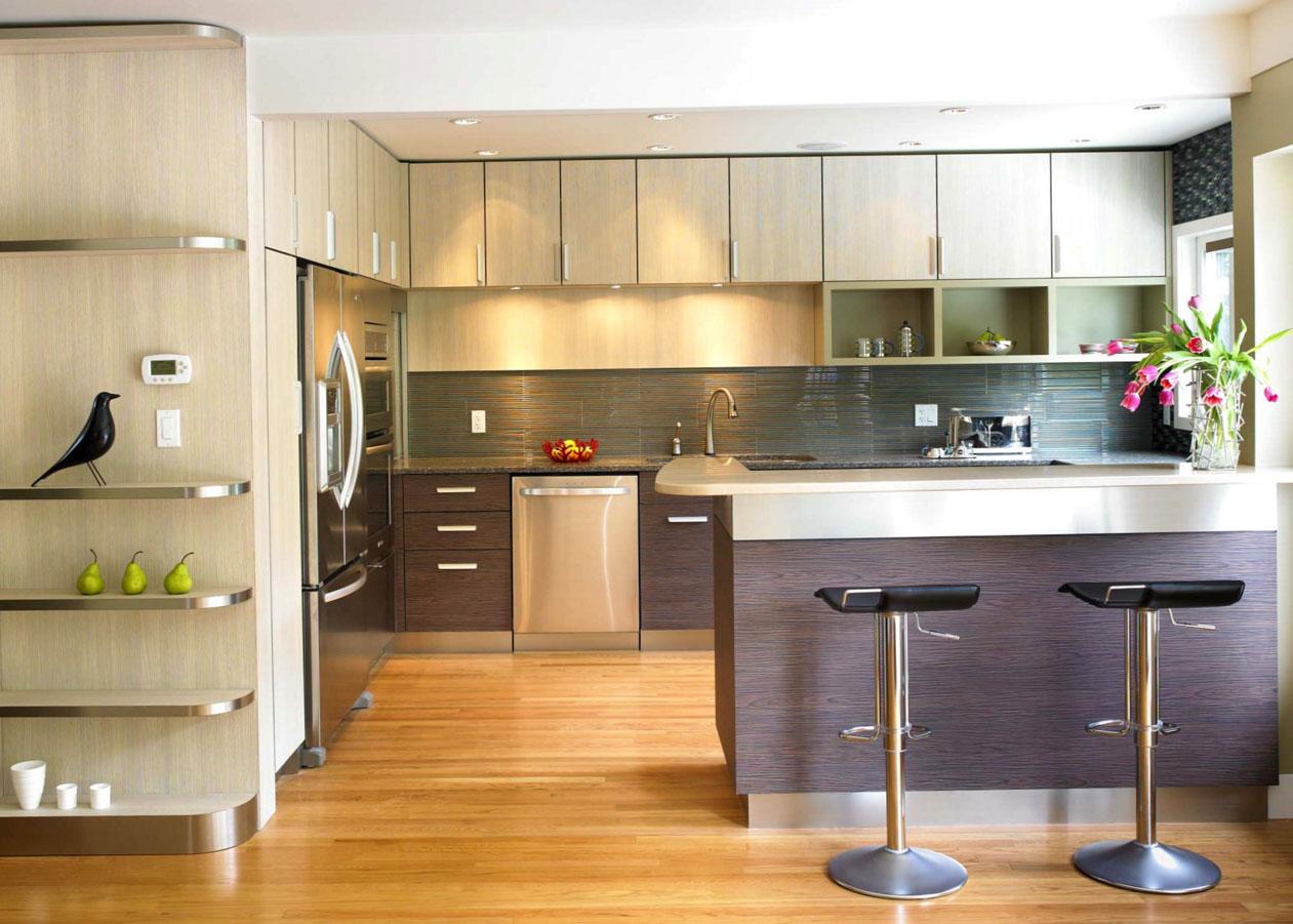 Коричнево-бежевая кухня с барной стойкой 11 кв м