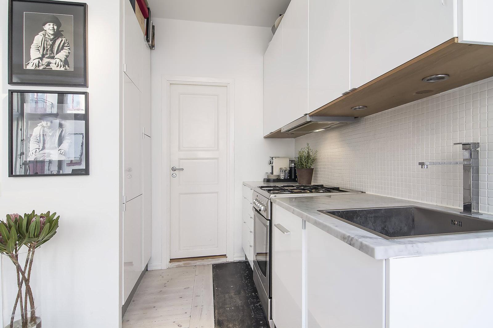 Белая кухня 11 кв м