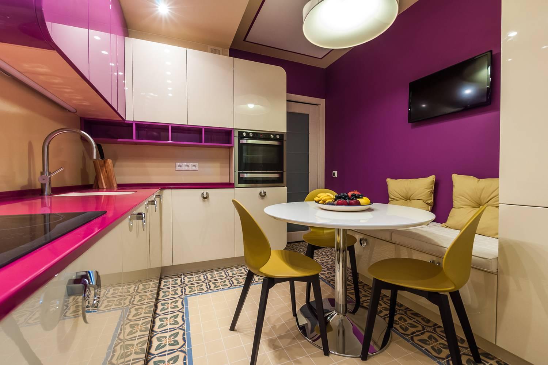 Бежево-фиолетовая кухня 11 кв м