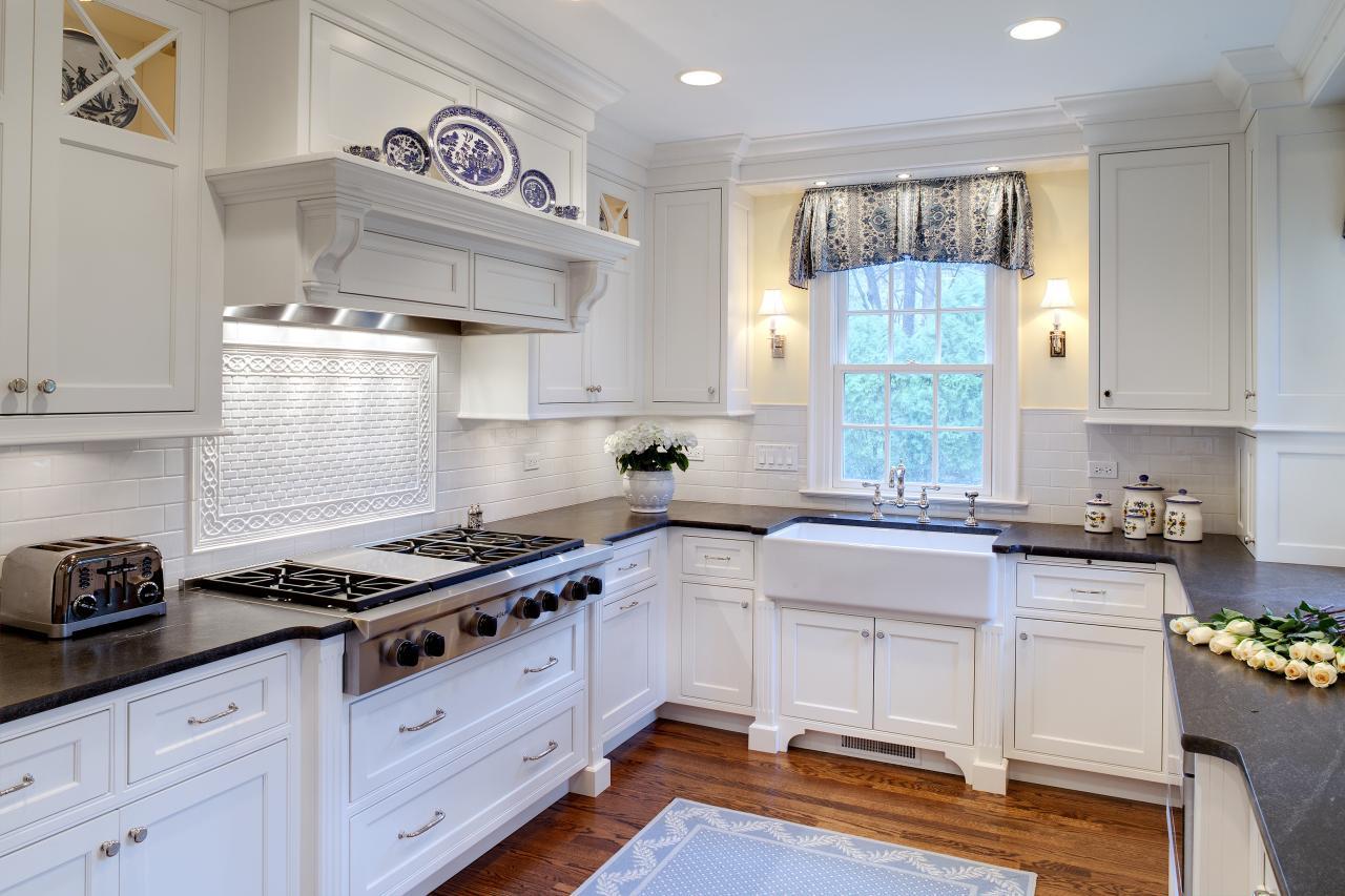 Черно-белый п-образный кухонный гарнитур