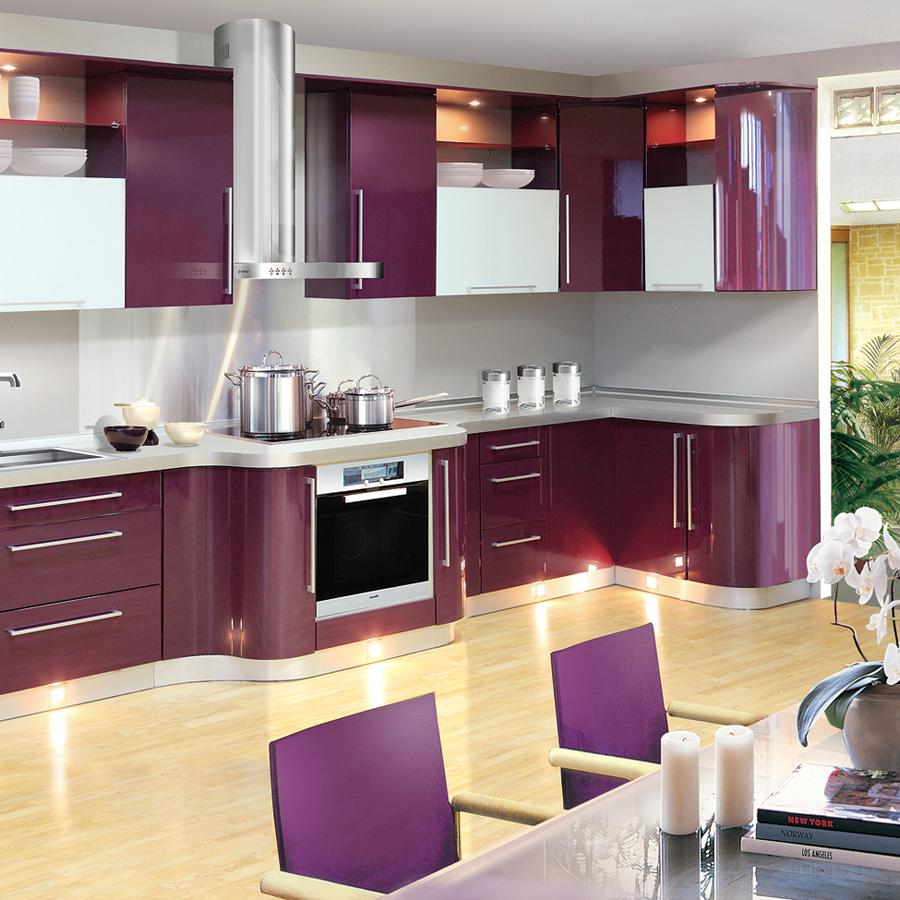 Кухня-столовая в фиолетовых тонах