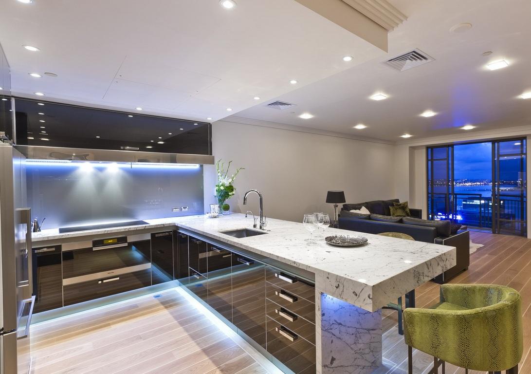 Большая кухня в квартире-студии
