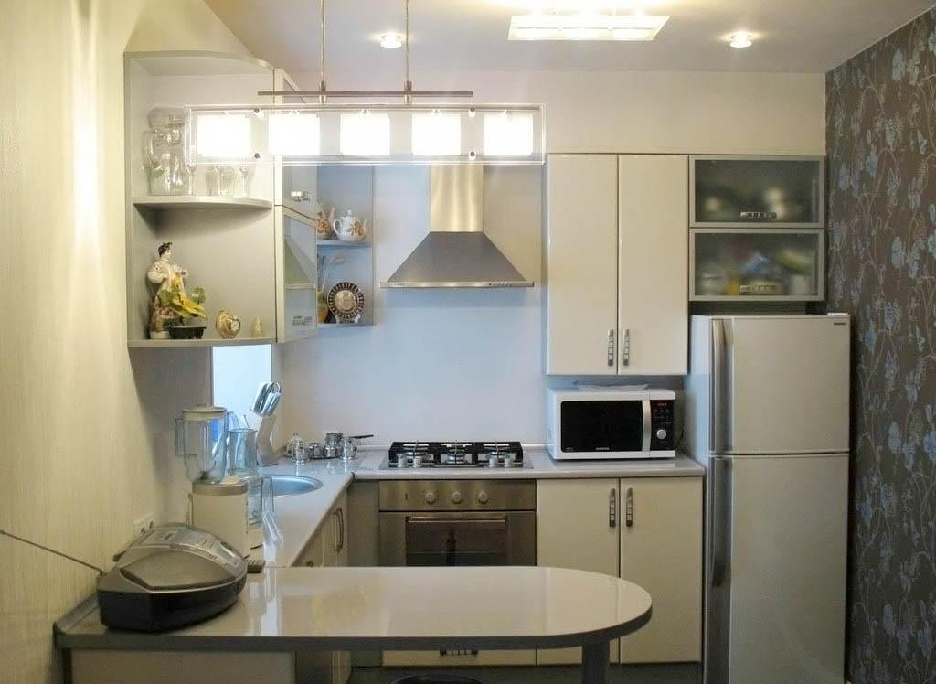 Серая маленькая кухня