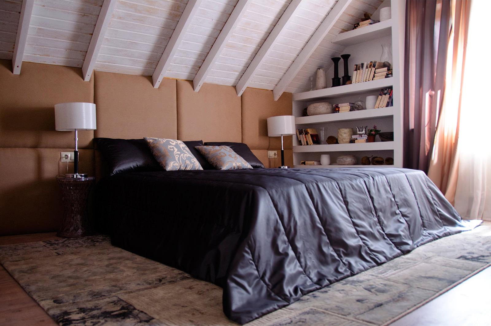 Черный, белый и коричневый цвета в интерьере спальни 16 кв м