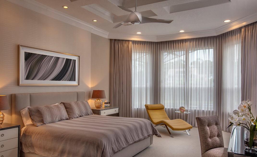 Уютная спальня в коричневых тонах