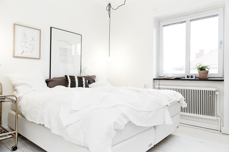 Черно-белая спальня в скандинавском стиле