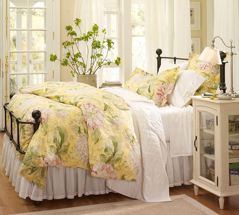 Бело-зеленая спальня в стиле кантри