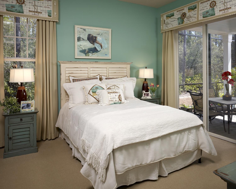 Бежево-зеленая спальня