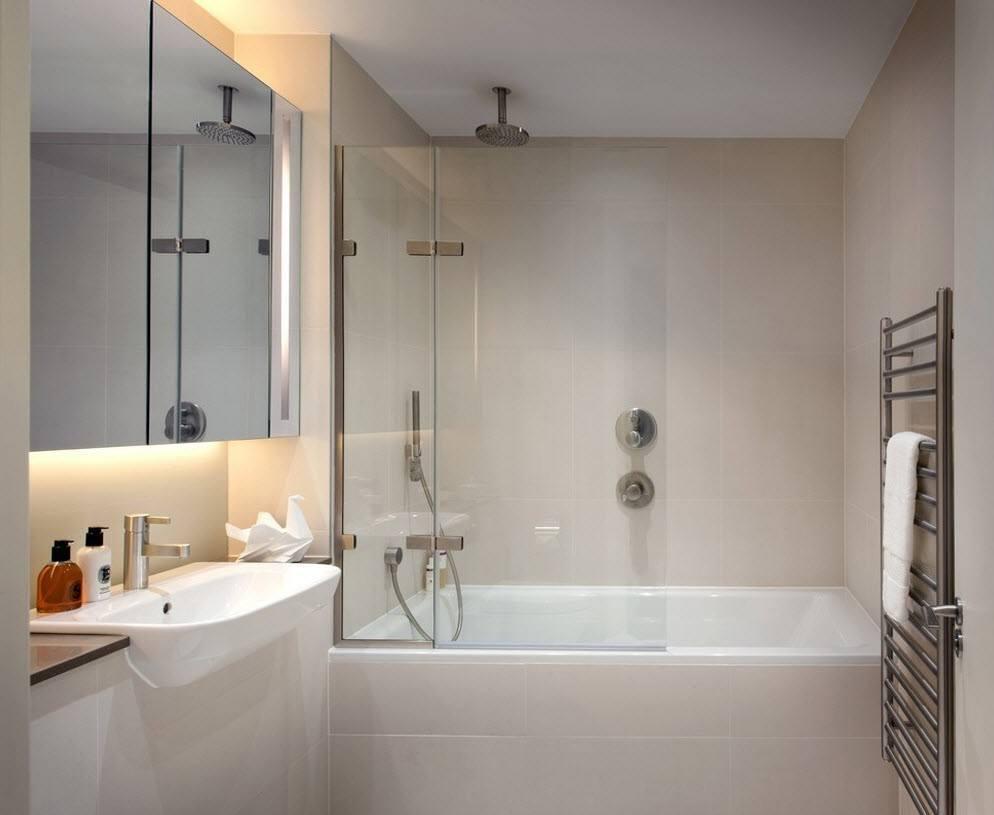 Бело-бежевая ванная 3 кв м