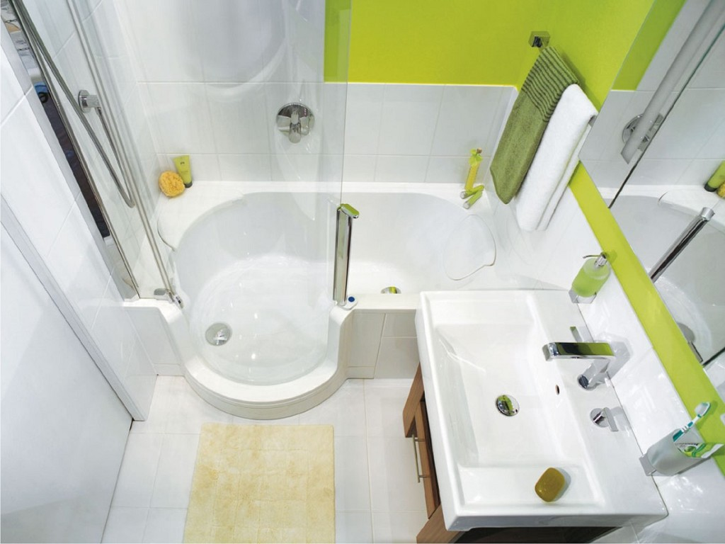 Бело-салатовая маленькая ванная комната