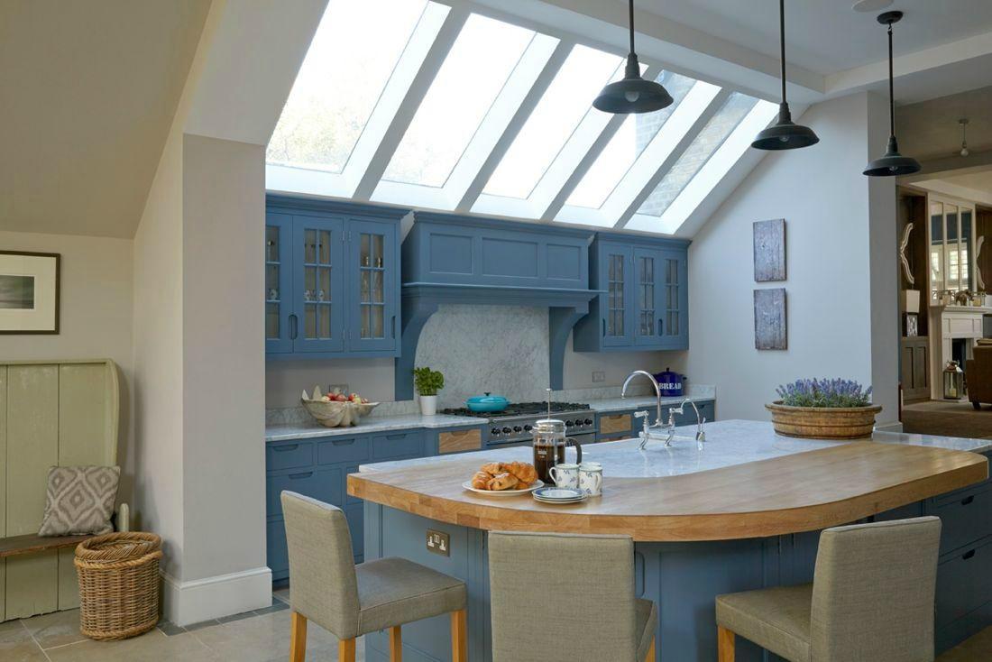 Кухня в голубых тонах в доме