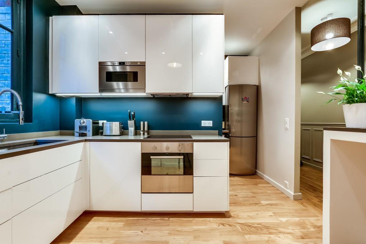 Кухонный фартук в голубых тонах
