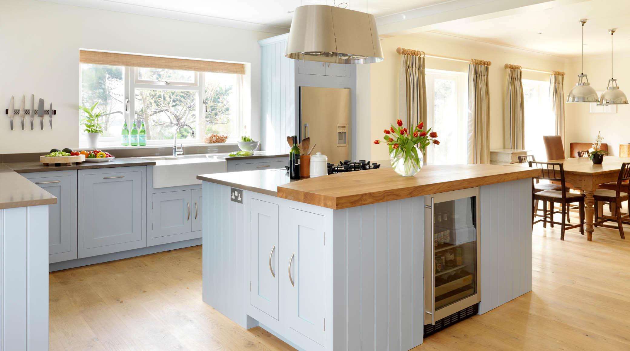 Кухня в голубых тонах во французском стиле